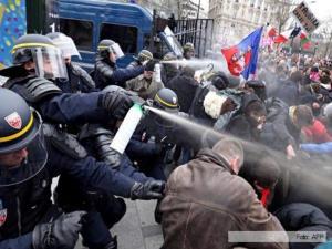 49111_represion-Paris-Francia-marcha-AFP-