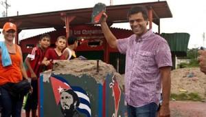 Leopoldo López aplaude vandalismo contra estatua de Fidel Castro,