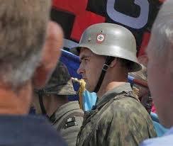 El casco del manifestante es todo un símbolo
