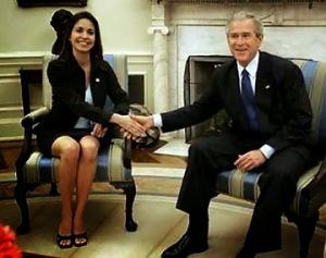 María Corina Machado con George W. Bush.