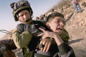 soldado_israeli_detiene_nino_palestino