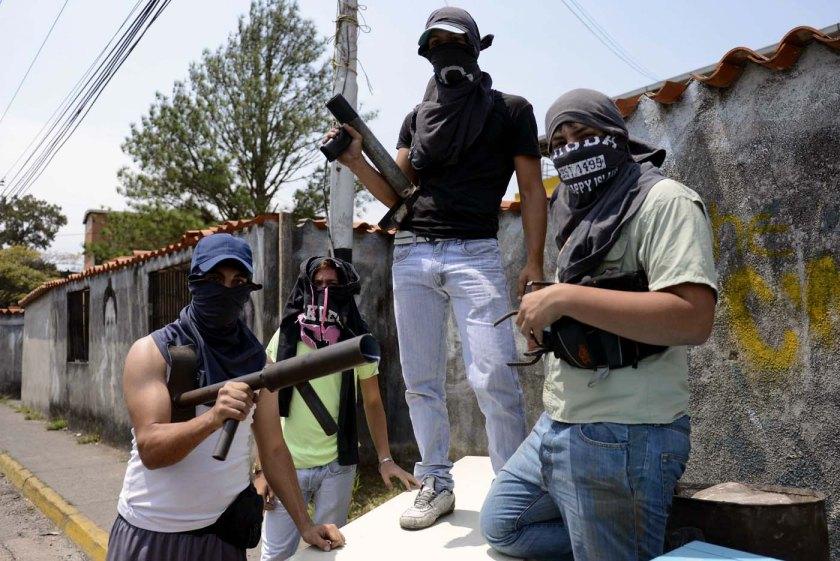 Guarimberos en Caracas, Golpe Suave