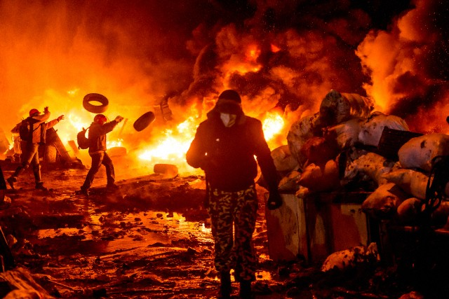 Euromaiden: Fires across Kiev as two protesters die in Police clashes