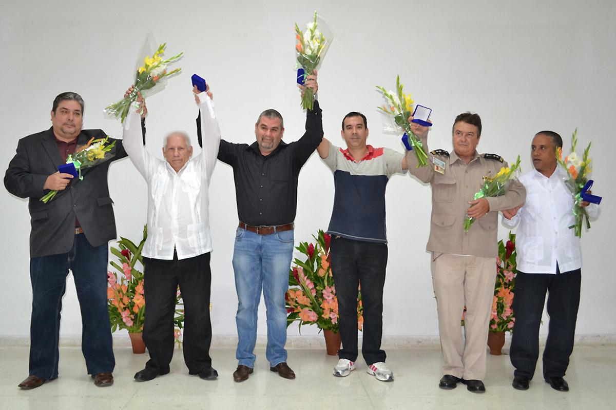 Cuba: Héroes yVillanos