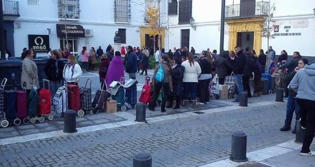 LAS COLAS PARA OBTENER COMIDA GRATUITA SON CADA DÍA MÁS EXTENSAS EN TODO EL TERRITORIO BORBÓNICO