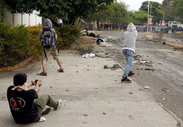 Protestas-SanCristobal27F-12