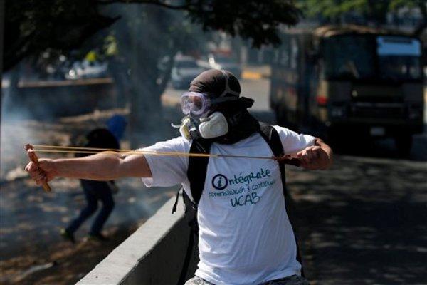 Venezuela-manifestante-arco